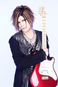 Anzi-guitar-matenrou-opera-24918632-266-400